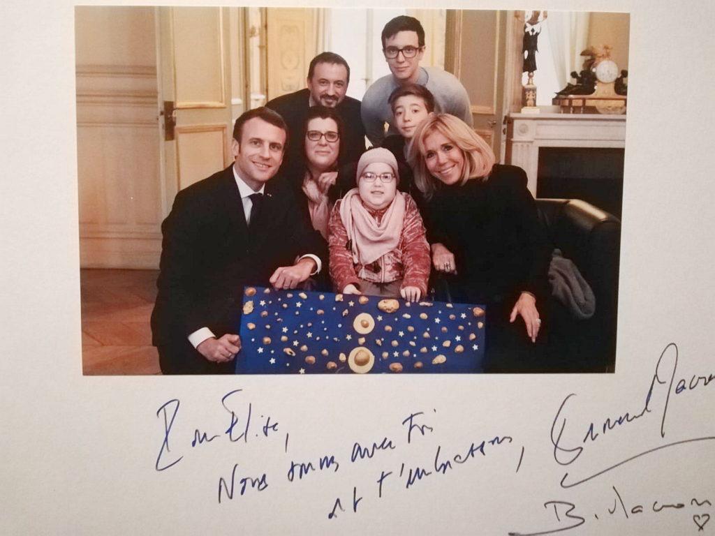 La joie de Julian –  Elise offre sa toile au Président – Rebondir au delà de ses rêves, Vaux le Pénil